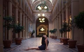 Обои девушка, танец, люстры, Gemma Vassallo