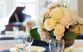 Картинка стол, розы, букет, бокалы, бутоны