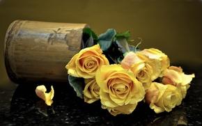 Обои ваза, лепестки, розы, букет