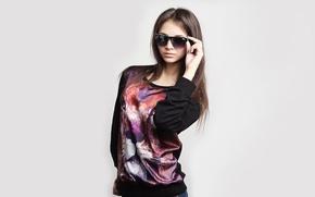 Картинка девушка, стиль, фон, модель, очки, шатенка, кофта, Кристина Черданцева