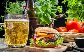 Обои помидоры, гамбургер, зелень, пиво, бокал