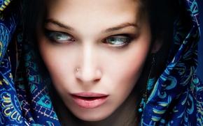 Картинка девушка, пирсинг, покрывало, брюнетка, Girl, красавица, красивая, green eyes, зелёные глаза, beautiful, beauty, brunette, cover, …