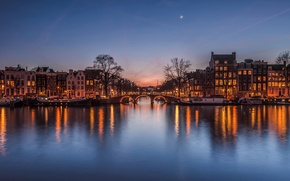Картинка мост, дома, город, луна, огни, канал, Нидерланды, вечер, после заката, небо
