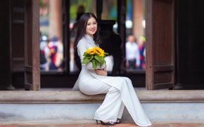 Картинка взгляд, девушка, цветы, улыбка, букет, костюм, азиатка