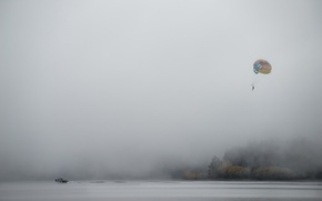 Картинка туман, озеро, парашют