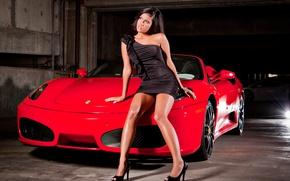 Картинка девушка, модель, брюнетка, тачка, Ferrari