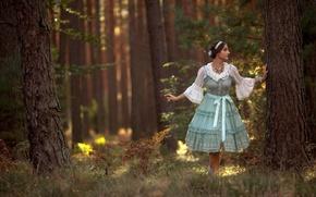 Обои лес, платье, ситуация, девушка, деревья
