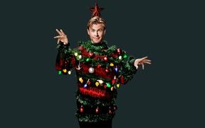 Картинка гирлянда, праздник, игрушки, образ, огни, фотошоп, SNL, фотограф, звезда, новогодняя, 2015, Chris Hemsworth, фон, шары, ...