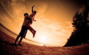 Обои море, пляж, любовь, закат, романтика, пара, love, beach, Sunset, embrace
