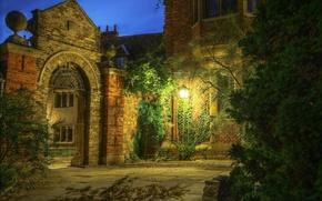 Обои дворик, вечер, фонарь