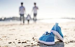Картинка beach, sand, mood, walk, sneakers, family