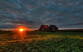 Картинка поле, тучи, рассвет, Канада, домик, лучи солнца, Quebec