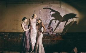 Картинка девушки, стена, тень