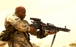 Обои оружие, патроны, Винг Реймз, Солдаты удачи, Soldiers of Fortune, Ving Rhames, форма, позиция, оптика, пулемет, ...