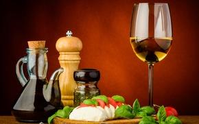 Картинка листья, стол, вино, бокал, сыр, доска, кувшин, вилка, помидоры, нарезка, салат, специи