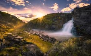 Картинка небо, облака, камни, скалы, водопад, Норвегия, лучи солнца, кусты, Norway, Рондане, Rondane National Park