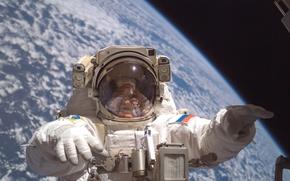 Обои на орбите, земля с космоса, космонавт, открытый космос