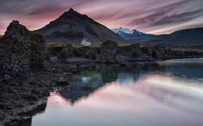 Картинка небо, закат, горы, озеро, отражение, вечер, домик, Исландия, поселок