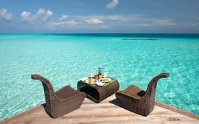 Обои океан, вода, пирс, стол, стулья, еда
