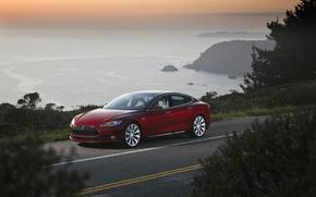 Картинка дорога, небо, красный, седан, передок, Tesla, Тесла, Модель С, побереьже, Model S, электромобиль