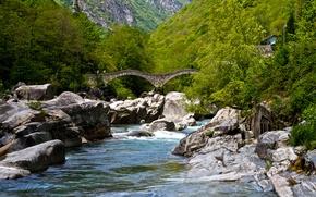 Обои зелень, лес, деревья, горы, мост, река, камни, Швейцария, Verzasca Valley