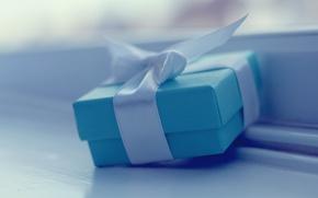Картинка радость, праздник, коробка, подарок, голубой, обои, настроения, лента, бантик, wallpapers, коробочка, приятно, широкоформатые обои, полноэкранные …