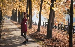 Обои осень, девушка, поза, парк, Federica