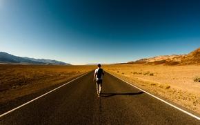 Обои дорога, пустыня, парень