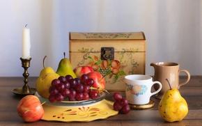 Обои яблоко, свеча, виноград, чашка, груша, фрукты, сундук, натюрморт