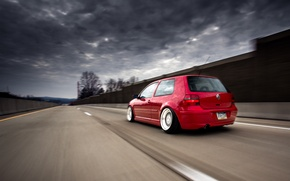 Картинка дорога, красный, тюнинг, volkswagen, red, гольф, golf, фольксваген, stance, MK4