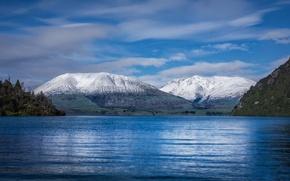 Картинка земля, горы, снег, берег, волнение, вершины, море, вода, лес, облака, небо, пейзаж