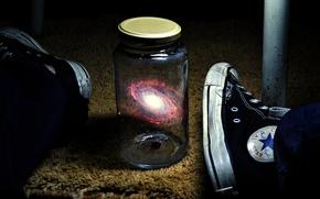Картинка вселенная, ноги, галактика, банка, кроссовки
