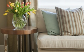Картинка цветы, дизайн, полосы, комната, диван, интерьер, подушки, тюльпаны, ваза, flowers, tulips