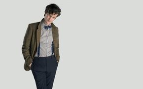 Картинка взгляд, улыбка, фон, актер, мужчина, рубашка, Doctor Who, Доктор Кто, BBC, подтяжки, Мэтт Смит, Matt …