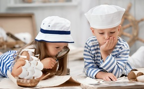 Картинка дети, шляпа, мальчик, дружба, девочка, кораблик, лупа, girls, Little, friends, children, матроска, Boys