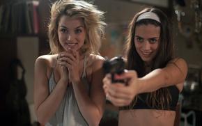 Картинка пистолет, девушки, триллер, ужасы, Genesis, Knock Knock, Bel, Lorenza Izzo, Ana de Armas, Кто там, …