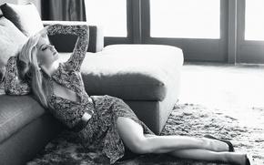 Картинка диван, ковер, актриса, лежит, черно белое фото, amber heard