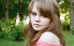 Картинка зелень, лето, взгляд, девушка, природа, лицо, милая, модель, волосы, губы, красавица, красивая, плечо, нежная, русая, …