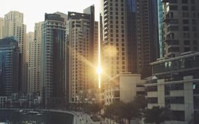 Обои солнце, улица, дома, здания, город, окна