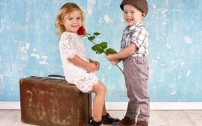 Картинка дети, улыбка, роза, мальчик, девочка, чемодан, girl, rose, друзья, boy, little, children