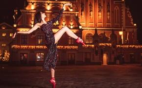 Обои Lupe Jelena, танец, ночной город, грация