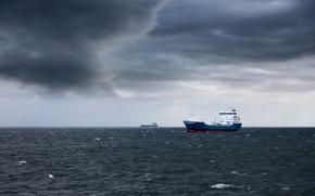 Картинка море, тучи, пасмурно, корабли, горизонт, танкеры, Dark storm clouds
