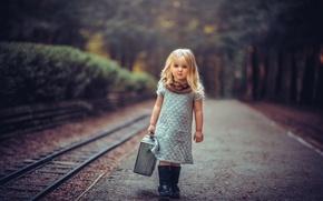 Картинка девочка, чемодан, Young Travelers