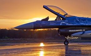 Картинка Закат, Небо, Облака, Вечер, Самолет, Деревья, Лес, Истребитель, F-16, Fighting Falcon, Аэродром, Четвёртого, Поколения, General …