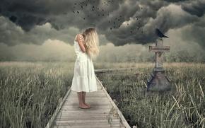 Картинка девушка, тучи, крест, ворона