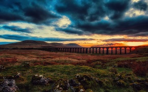 Картинка тучи, мост, паровоз, поезд, небо, железная дорога, долина, облака, закат