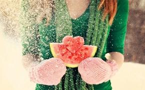 Картинка арбуз, снег, день валентина, рыжая, сердце, Valentine's Day, варежки, чувство, любовь, зима, шатенка, девушка, love