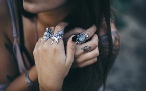 Картинка кольца, руки, брюнетка, тату, пальцы, татуировки