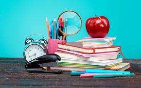 Картинка стол, книги, яблоко, карандаши, будильник, лупа, тетради, ножницы, степлер