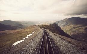 Картинка снег, тучи, пасмурно, холмы, рельсы, железная дорога, пустошь, насыпь
